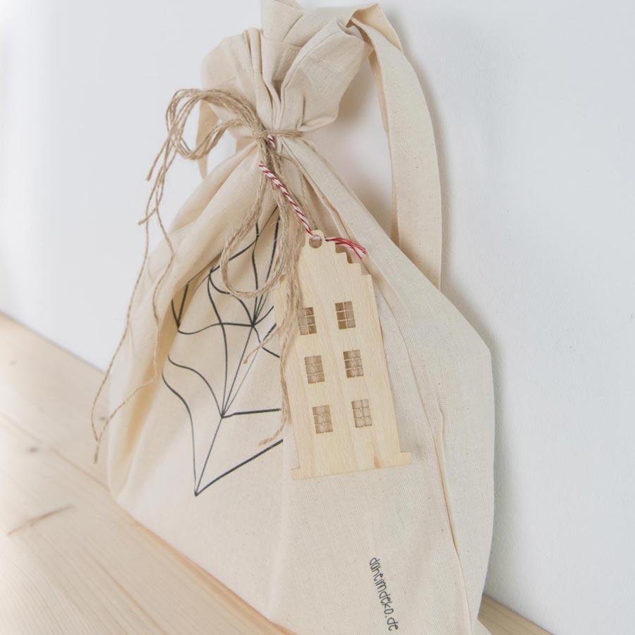 Geschenke nachhaltig verpacken mit Jutebeutel