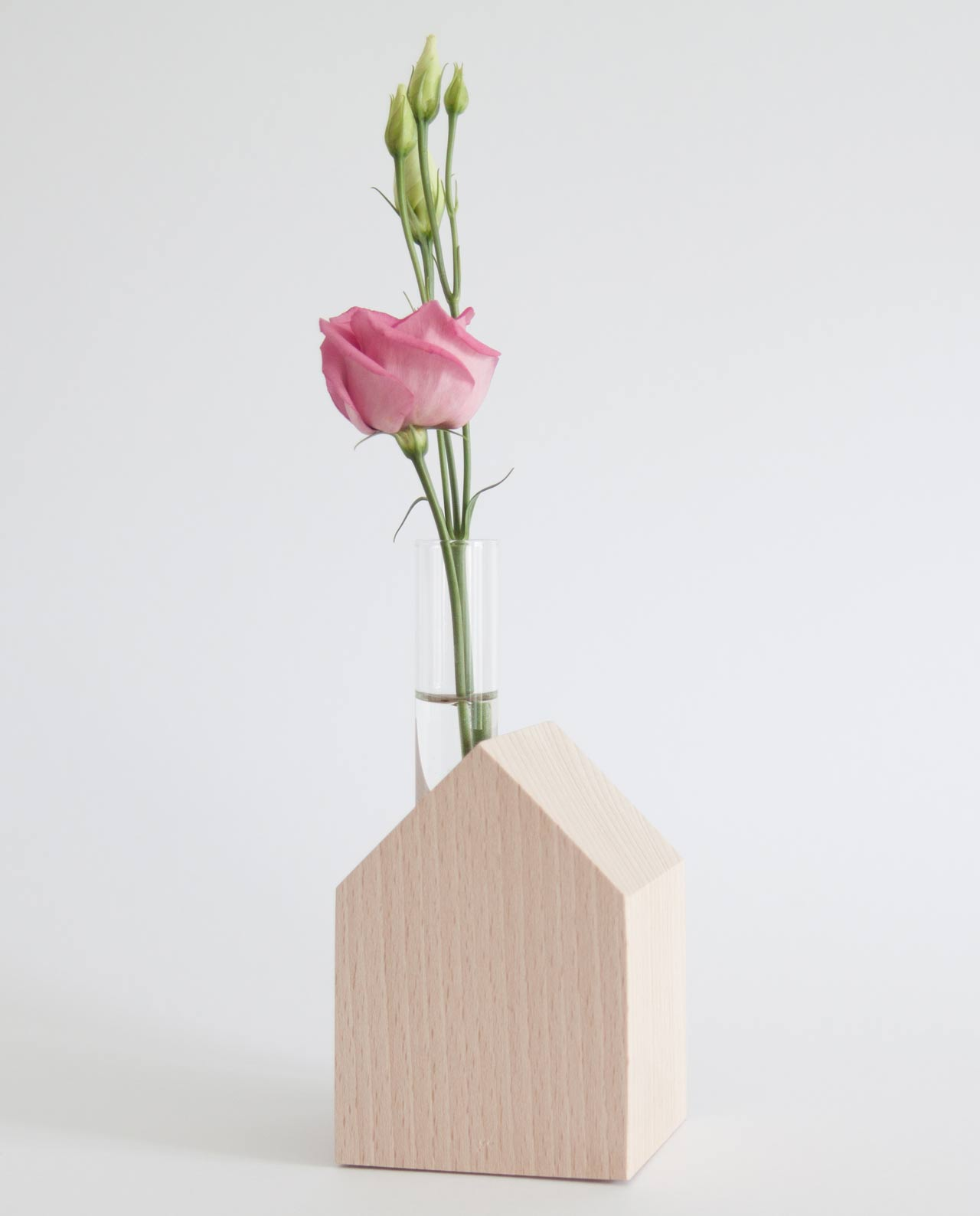 dekohaus mit kerze und vase aus holz buche natur daheim deko. Black Bedroom Furniture Sets. Home Design Ideas