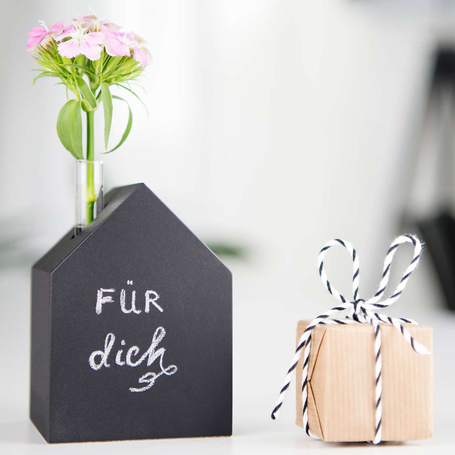Deko Holzhaus schwarz Tafellack - mit Kreide beschreibbar