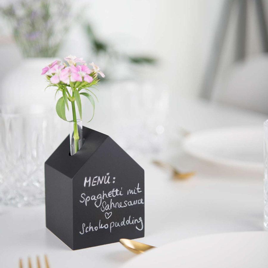Deko Holzhaus schwarz - als Menükarte - Tisch decken