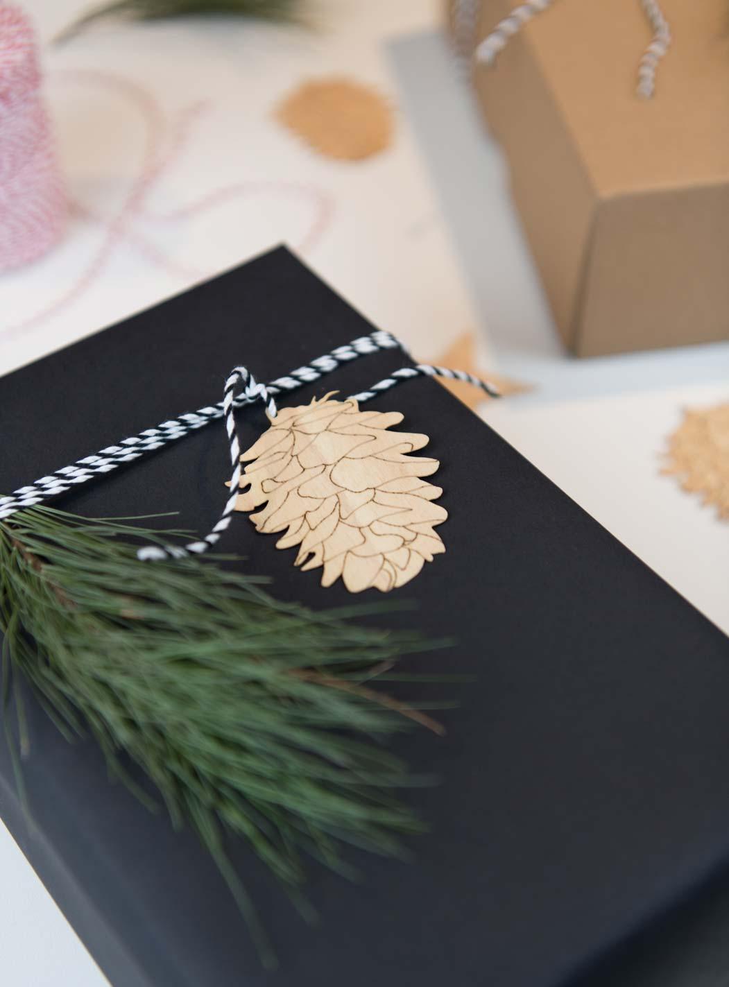 Deko Holz Anhänger Zapfen - Weihnachten