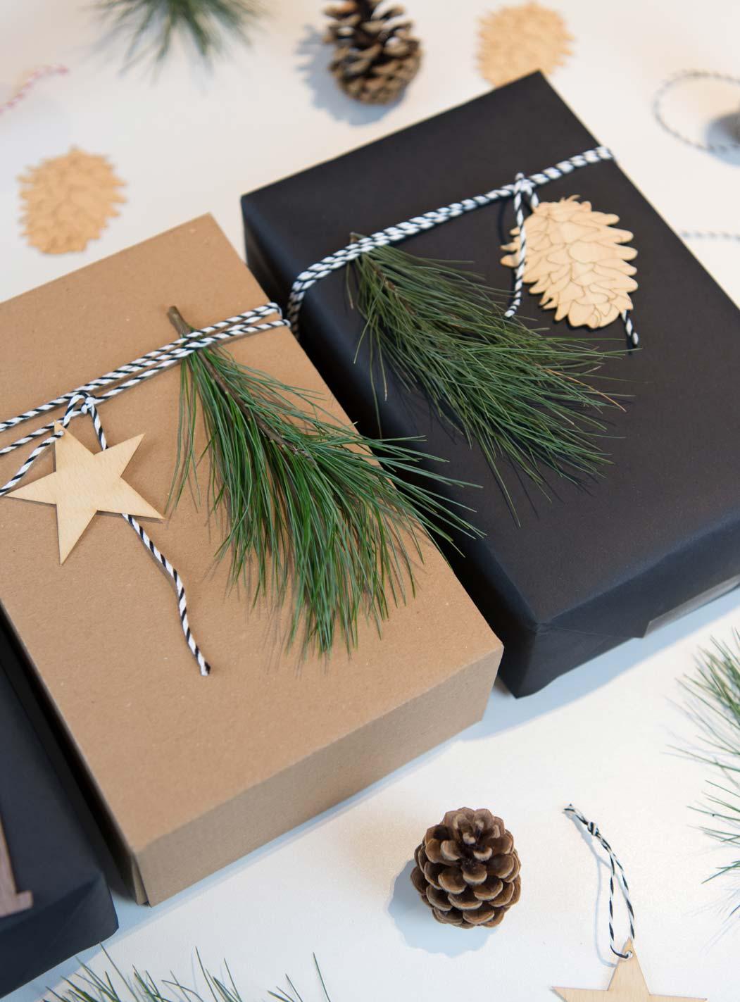 Geschenke verpacken zur Weihnachtszeit