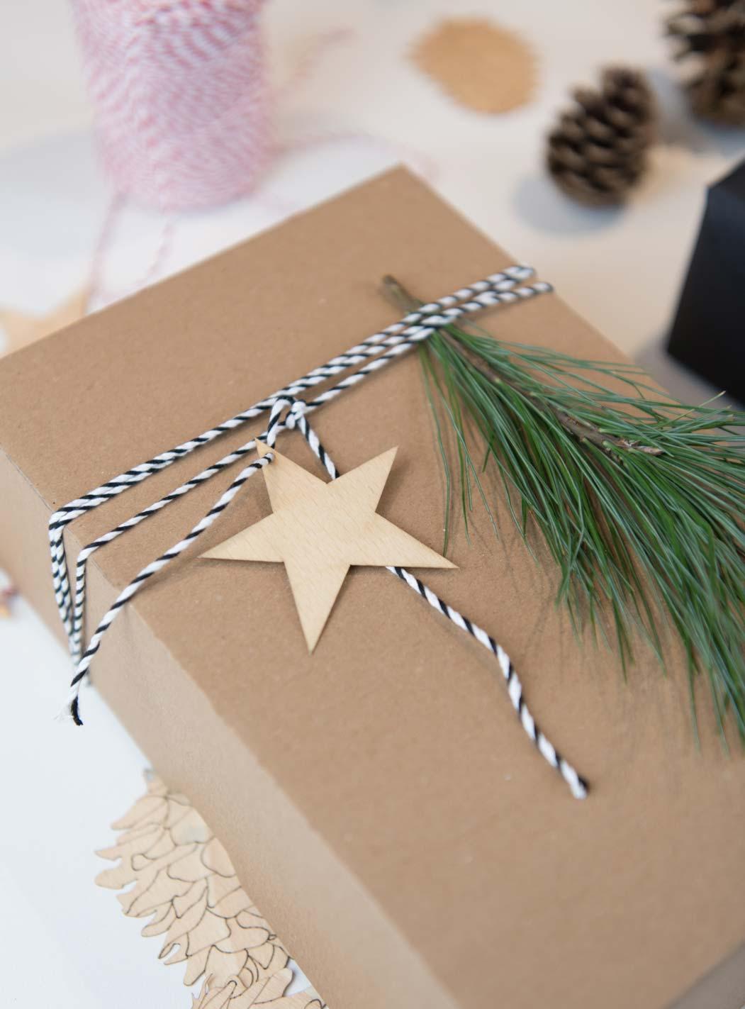 natürlich Geschenke verpacken zu Weihnachten