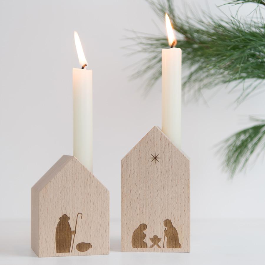 Moderne Krippe: Dekohäuschen mit Kerze