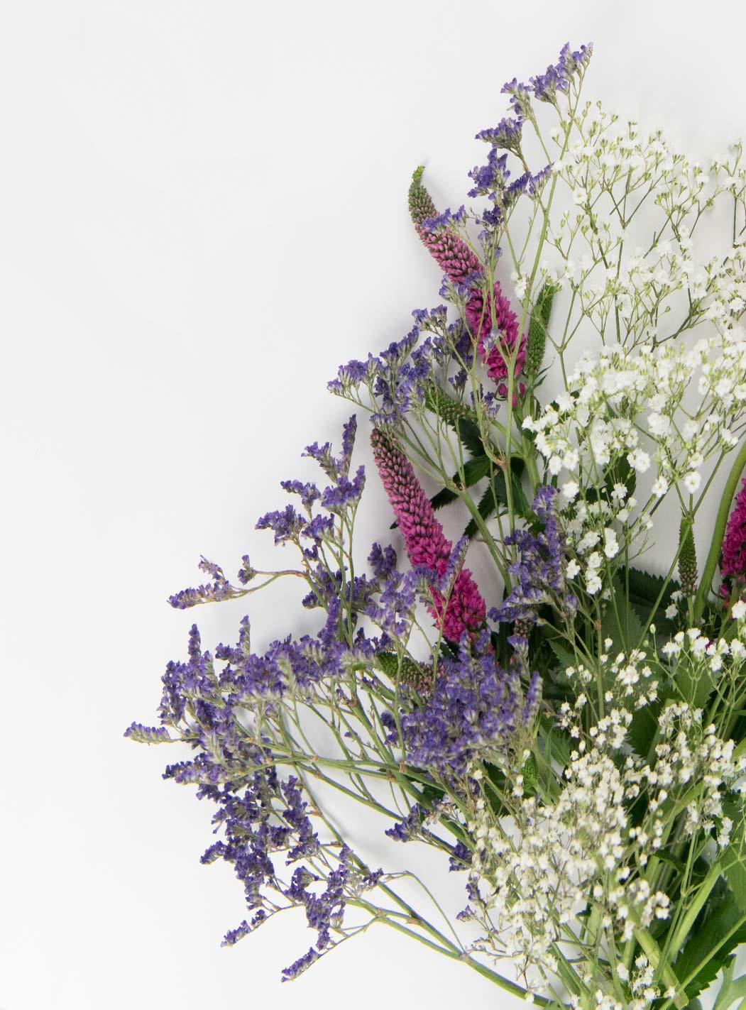 Frühlingsdeko DIY mit Blumen und Ast