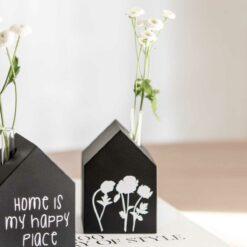 Dekohaus mit Blumenmotiv